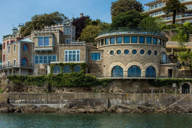 L'hôtel Castelbrac, à Dinard, est installé dans la villa Bric-à-Brac et l'ancien aquarium du Muséum national d'histoire naturelle.