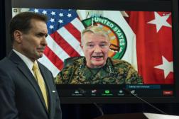 Le général Kenneth McKenzie (à l'écran), lors d'un point de presse, le 30août2021.