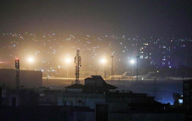 Vista del aeropuerto de Kabul en la noche del 30 de agosto.