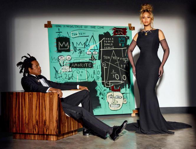 Tiffany&Co met en scène les stars Jay-Z et Beyoncé devant «Equals pi», une toile de Basquiat acquise par Bernard Arnault. La chanteuse porte l'emblématique diamant du joaillier américain, propriété du groupe LVMH.