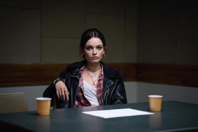 L'actrice Emma Mackey dans la série « Sex Education».