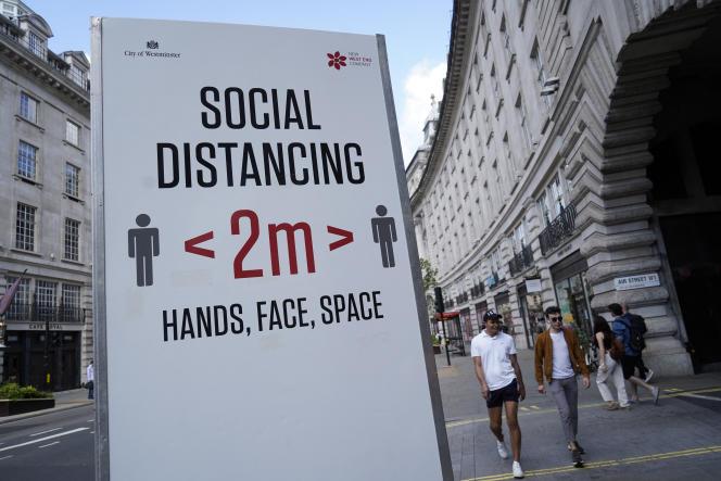 Recommandations de distanciation sociale, à Londres, le 7 juin 2021.