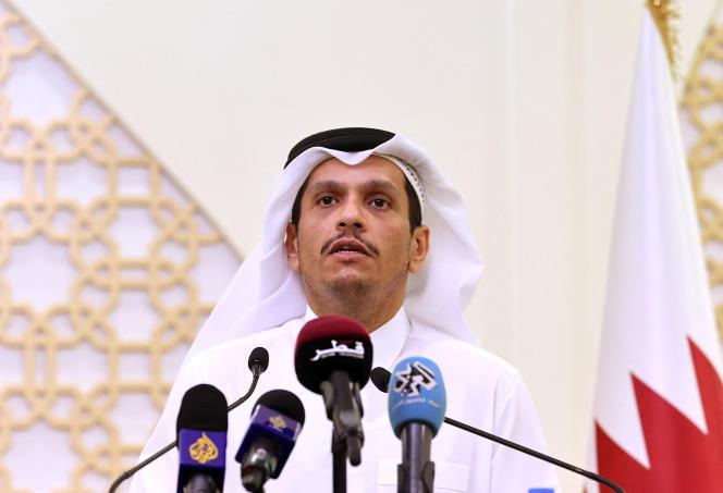 Le chef de la diplomatie qatarieMohammed ben Abderrahmane Al-Thani lors d'une conférence de presse en présence de la ministre des affaires étrangères néerlandaiseSigrid Kaag, à Doha, le 1er septembre 2021.