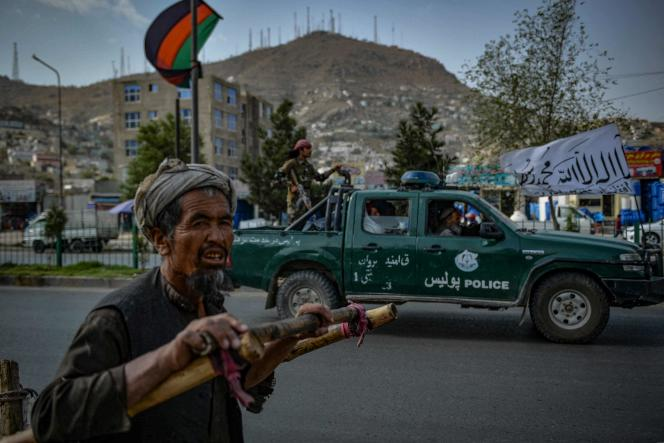 Patrouille de talibans dans une rue de Kaboul, au lendemain du retrait des troupes américaines, le 31 août 2021.