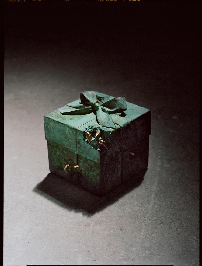 L'un des exemplaires de la Blue Box signés Daniel Arsham.