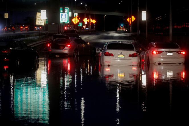 Le 2 septembre, les eaux ont envahi les rues et les transports en commun ont été bloqués.