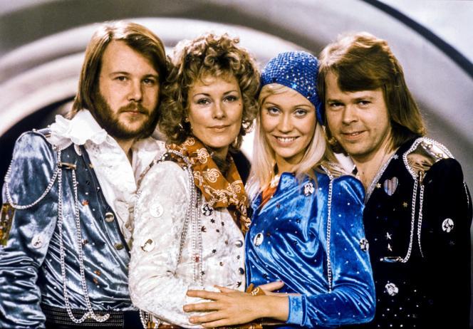Benny Andersson, Anni-Frid Lyngstad, Agnetha Fältskog et Björn Ulvaeus, après leur victoire à l'Eurovision avec la chanson «Waterloo», le 9février1974.