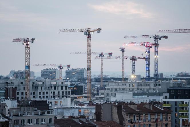 Construction d'un immeuble à Saint Ouen, en Seine Saint Denis, le 11 fevrier 2021.
