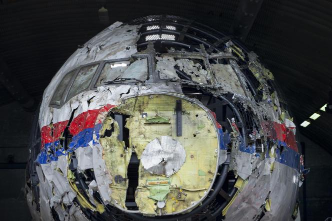 La carcasse du vol MH17 de la Malaysia Airlines, reconstituée, dans une photo diffusée le 26 mai 2021.