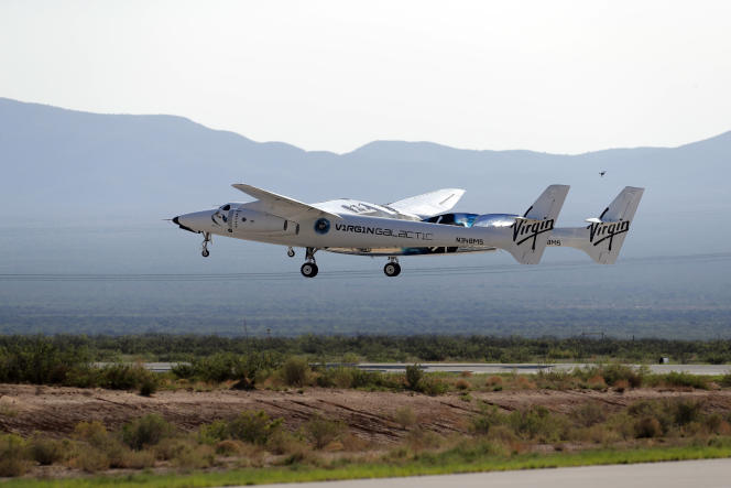 Le vaisseau de Virgin Galactic, à son atterrissage au Nouveau-Mexique, le 11juillet2021.