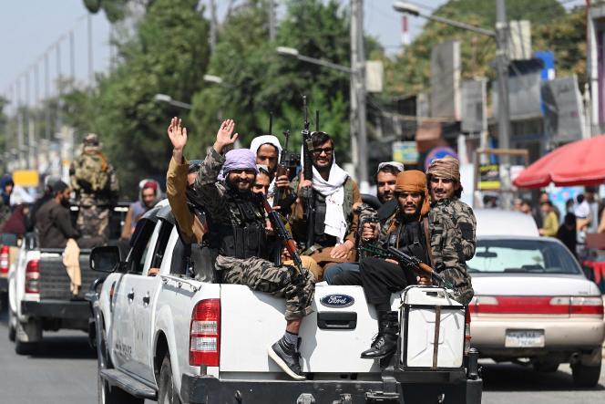 I talebani pattugliano una strada a Kabul il 2 settembre 2021.