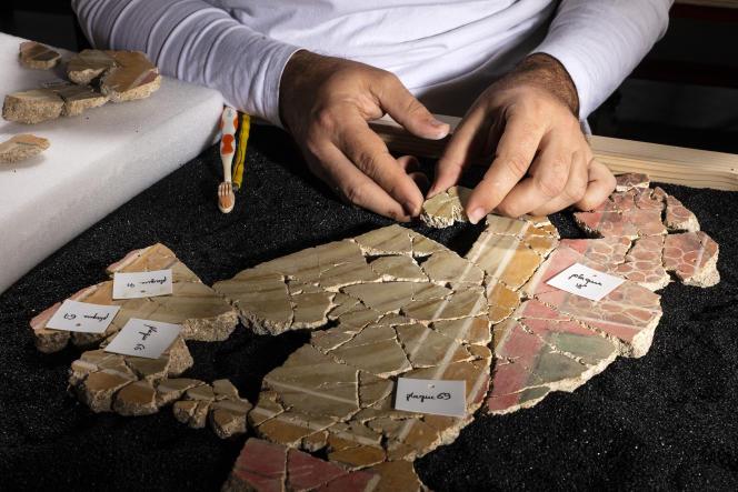Les enduits peints trouvés sur le site de la Verrerie, à Arles, datent de 70 à 50 avant J.-C.