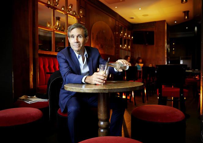 David Pujadas, et sa« fraise à l'eau sans glace », à la brasserieSèvres Raspail, dans le 7e arrondissement de Paris, le 1er septembre 2021.