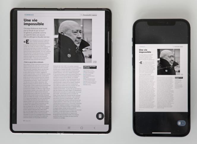 La lecture d'un magazine sur le Fold comparé à l'iPhone 12.