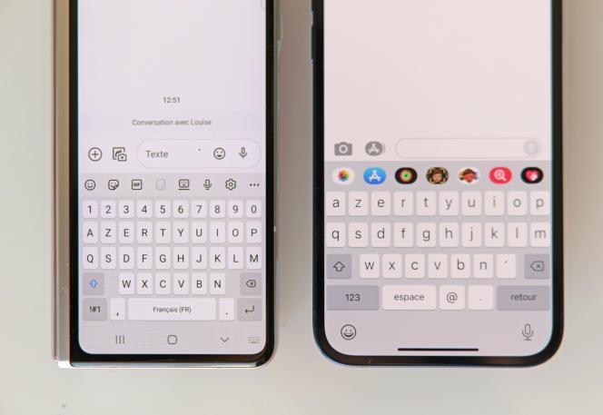 A gauche, l'écran externe du Fold, à droite, celui de l'iPhone 12. La saisie de texte est moins rapide sur le clavier virtuel du Fold, certains la trouveront même délicate.