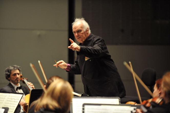Michel Corboz et l'Ensemble vocal de Lausanne, lors du festival de musique classique La Folle Journée, à Nantes, le 30 janvier 2009.