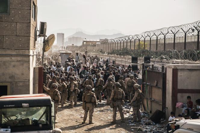 Pasukan AS dikerahkan untuk mengatur evakuasi warga sipil di bandara Kabul pada 21 Agustus 2021.