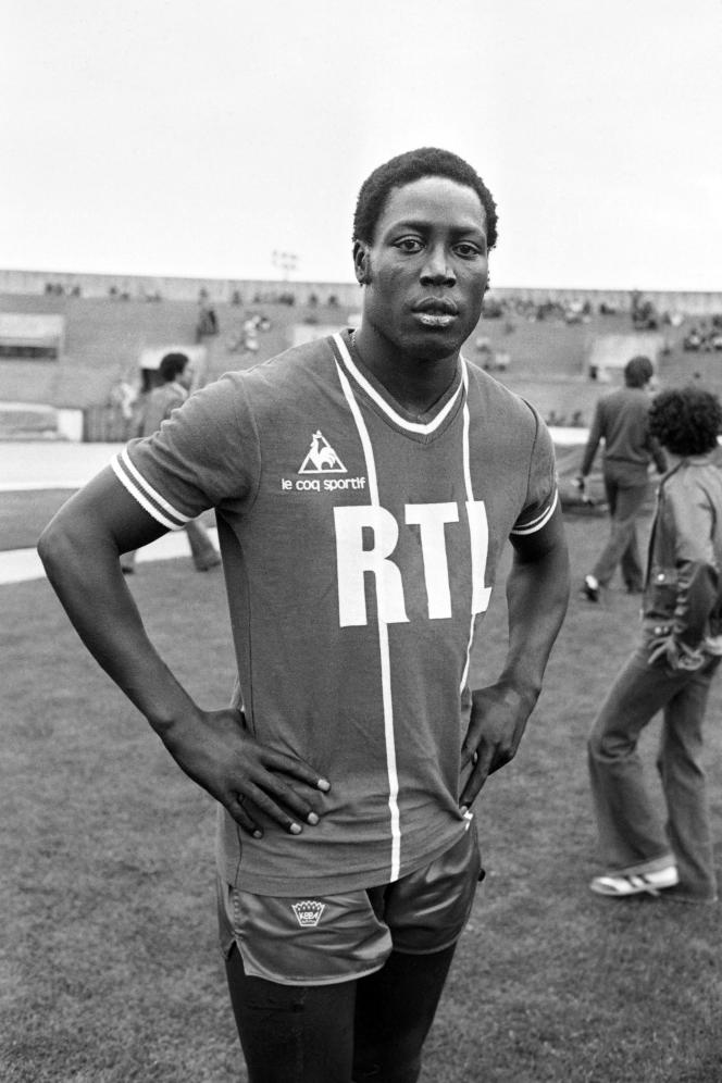 Jean-Pierre Adams, pemain sepak bola internasional Prancis, 26 Juli 1977, di Stade Yves de Manoir, di Colombes.