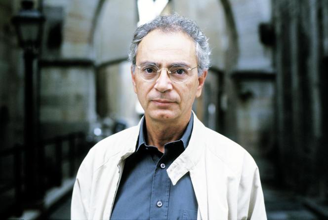 L'écrivain italien Daniele Del Giudice à Modène, en Italie, le 23 septembre 2002.