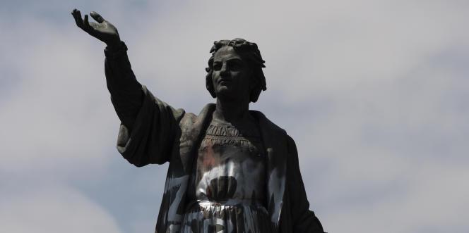 Dalam foto arsip 28 September 2020 ini, patung Christophe Colom yang dirusak, di Paseo de la Reforma (
