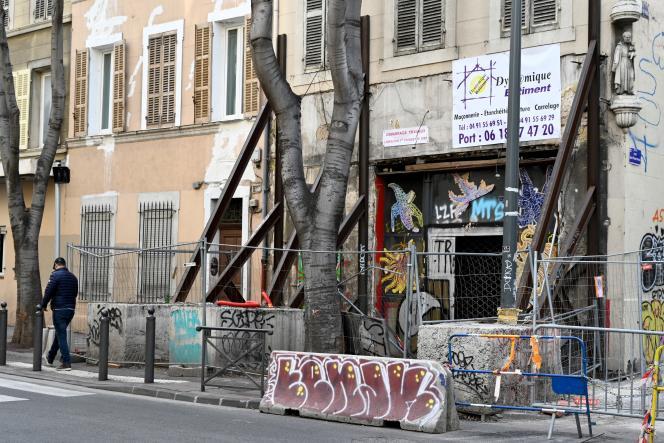 Rue d'Aubagne, dans le centre de Marseille, deux ans après l'effondrement d'un immeuble.