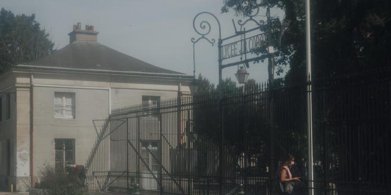 La rentrée au lycée Jean Baptiste Corot avec le covid. Le 6 Septembre 2021 à Savigny-sur-Orge. Lycéenne qui va en classe.
