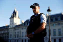 Un policier à Paris, le 8 septembre 2021.