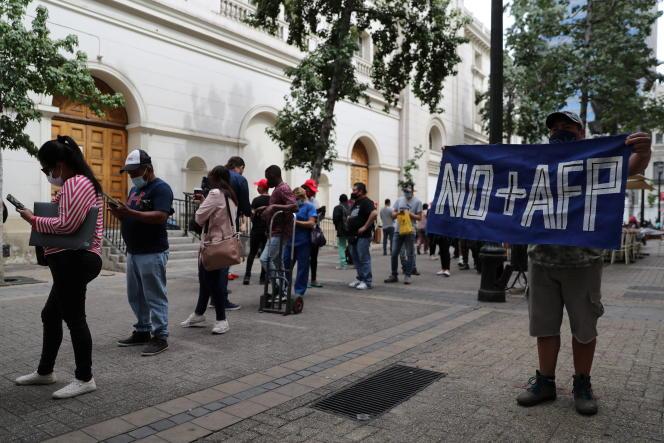 Manifestation contre les administrateurs de fonds de pension, à Santiago, au Chili, en décembre 2020.