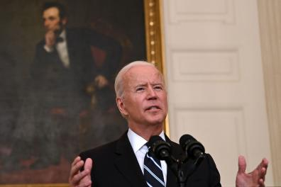 US President Joe Biden delivers remarks on plans to stop the spread of the Delta variant and boost Covid-19 vaccinations at the State Dinning Room of the White House, in Washington, DC on September 9, 2021. (Photo by Brendan SMIALOWSKI / AFP)