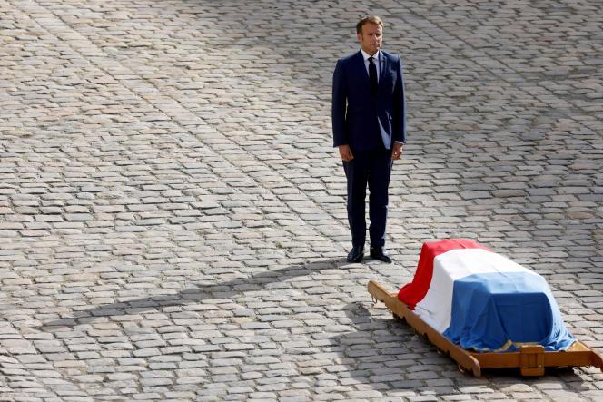 Emmanuel Macronlors de la cérémonie d'hommage national à Jean-Paul Belmondo, aux Invalides, à Paris, le 9 septembre.