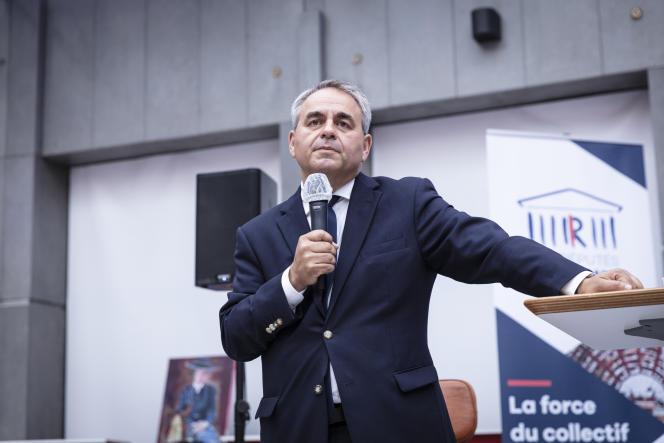 Xavier Bertrand, devant les députés LR, lors de leurs journées parlementaires, à Nîmes, le 10 septembre.