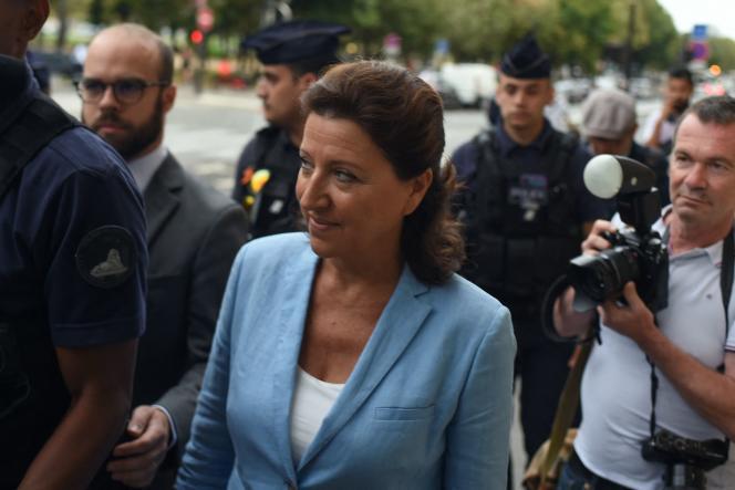L'ancienne ministrede la santé Agnès Buzyn arrive devant la Cour de justice de la République le 10 septembre 2021.
