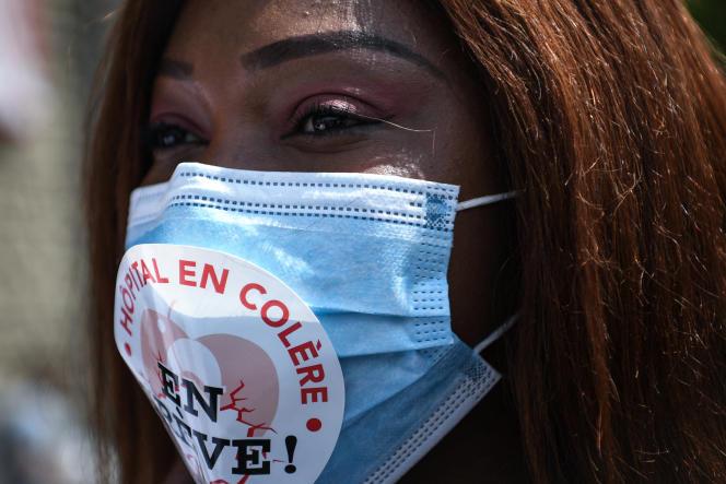 Manifestation du personnel de l'hôpital Robert-Debré, à Paris, le 11 juin 2020.