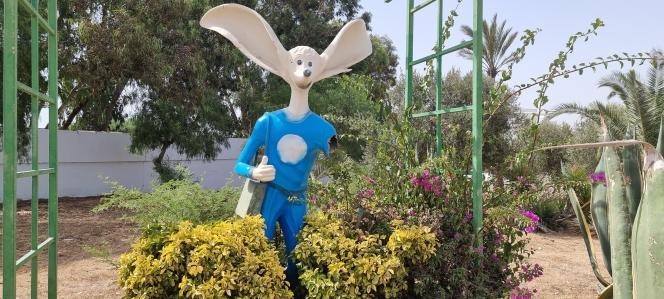 Une statue de la mascotte Labib à Sidi Bou Saïd, en Tunisie.