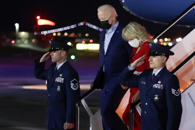 Le président américain, Joe Biden, et sa femme, Jill, arrivent à l'aéroport de LaGuardia, à New York, la veille de la commémoration du 11-Septembre.