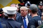 Donald Trump visite un commissariat de police lors de la commémoration des attentats du 11-Septembre, à New York, le 11 septembre 2021.