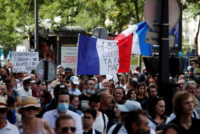Manifestation contre le passe sanitaire à Paris, le 11 septembre 2021.