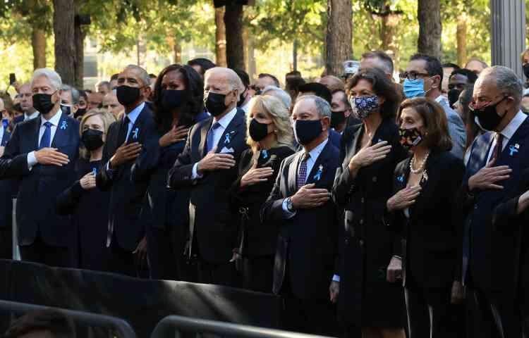 Les anciens présidents Bill Clinton et Barack Obama, et leurs épouses, Hillary Clinton et Michelle Obama, ont assisté à la cérémonie de commémoration des attentats, aux côtés de Joe Biden et de son épouse Jill Biden. Etaient aussi présents l'ancien maire de New YorkMichael Bloomberg, et la présidente de la Chambre des représentants,Nancy Pelosi.