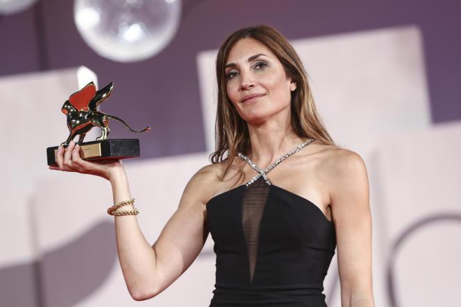 La réalisatrice française Audrey Diwan a reçu le Lion d'or à Venise, le 11septembre 2021.
