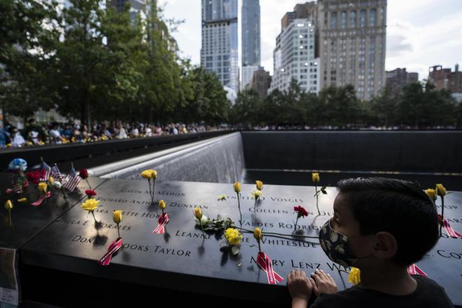 Lors des cérémonies des 20ans du 11-Septembre, près du mémorial de New York, le 11septembre 2021.