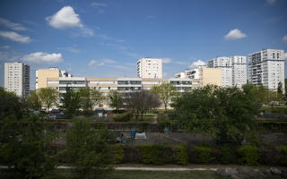 General view of the communal gardens at the Sautour Park next to 'Les Musiciens' apartment buildings, in Les Mureaux, north-western suburbs of Paris, on April 27, 2020, on the 42nd day of a strict lockdown in France to stop the spread of COVID-19 (novel coronavirus). (Photo by Thomas SAMSON / AFP)