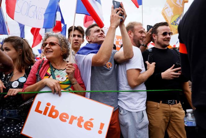 Des participants à la manifestation organisée par Florian Philippot, le 11septembre, à Paris.