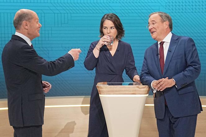 Les candidats à la chancellerie allemande OlafScholz(SPD),AnnalenaBaerbock(les Verts)et ArminLaschet(CDU) lors de leur débat à Berlin, le 12 septembre 2021.
