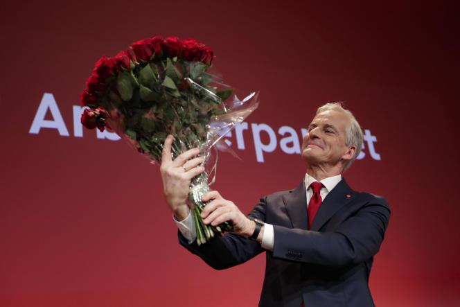 Le leader travailliste Jonas Gahr Stoere célèbre sa victoire aux élections législatives, à Oslo, le 13 septembre 2021.