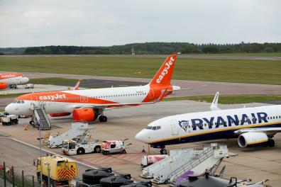 FILE PHOTO: A Ryanair Boeing 737 and and an Easyjet Airbus A320 are seen at Luton Airport, Britain, April 26, 2020. REUTERS/Andrew Boyers/File Photo
