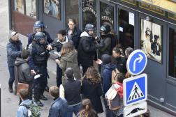 Alexandre Benalla, au centre avec un casque, lors d'une altercation avec des manifestants en marge du défilé du 1er-Mai, à Paris, en 2018.