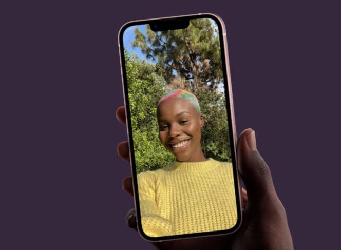 Le nouvel iPhone 13 est visuellement quasiment identique à son prédécesseur l'iPhone 12.