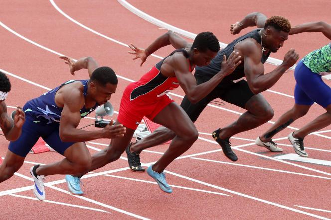 De gauche à droite : CJ Ujah, Felipe Bardi Dos Santos et DK Metcalf lors de la course du 100 mètres hommes lors du World Athletics Continental Tour le 9 mai 2021 à Walnut, en Californie.