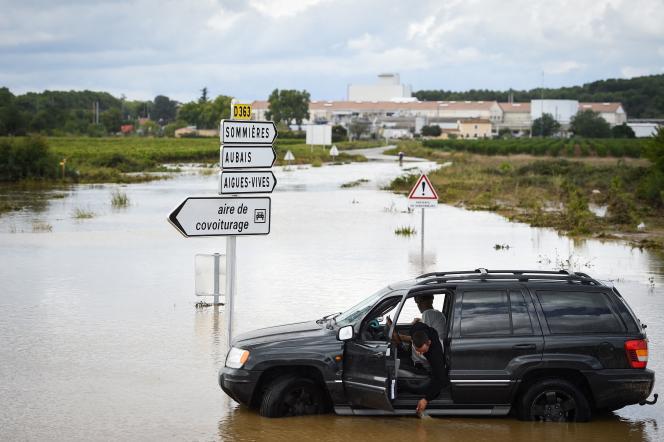 Une route d'Aigues-Vives, dans le Gard, est inondée après des pluies record, le 14septembre 2021.