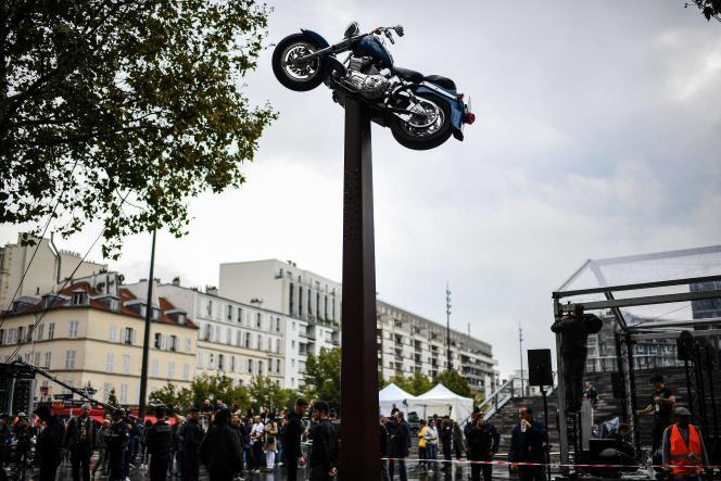 L'œuvre du plasticien Bertrand Lavier, intitulée « Quelque chose de… », offerte par la galerie Kamel Mennour à la Ville de Paris et inaugurée mardi 14 septembre.